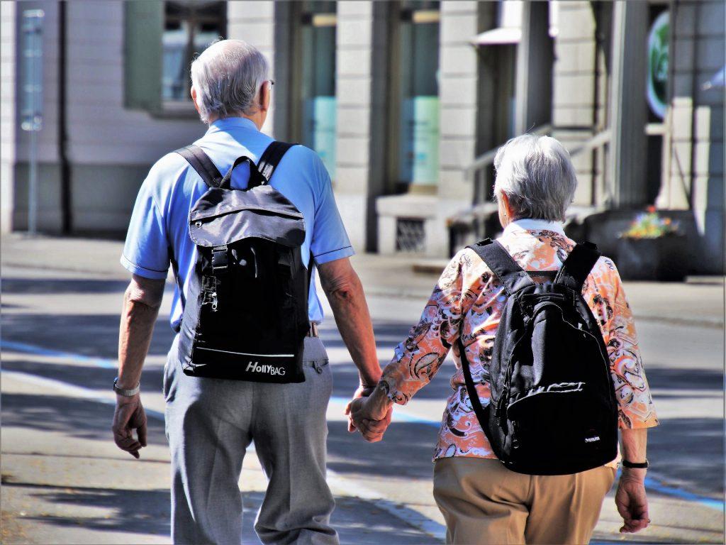 Una lunga vita insieme, sempre tenendosi per mano.